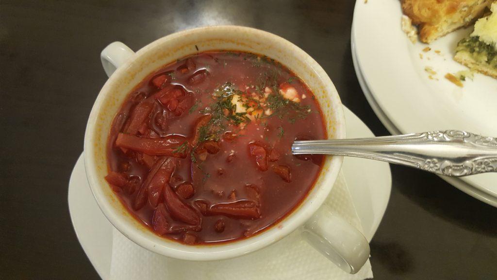Soupe de betteraves Bortsch saint-Petersbourg city-trip lau à la menthe