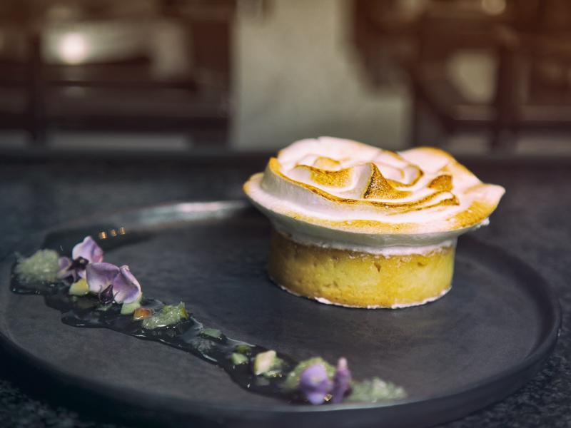Tarte au citron meringuée de Françoise Bernair émotions sucrées espace dégustation desserts à l'assiette - Lau à la menthe