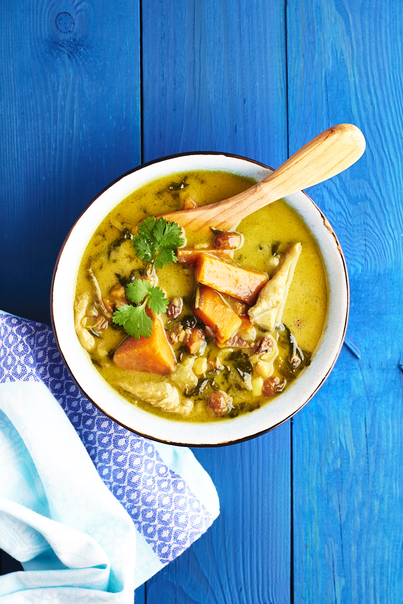 Une recette facile et rapide de curry vegan au lait de coco et patate douce sur le blog laualamenthe.com