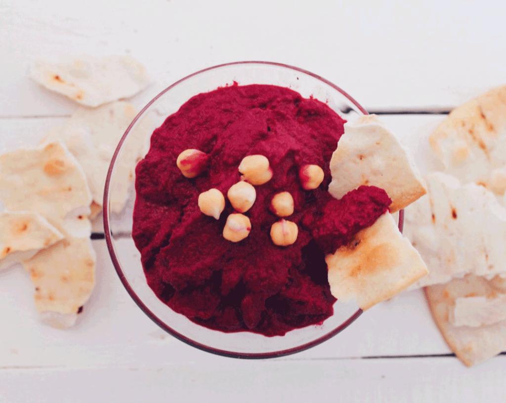 Recette de houmous à la betterave : très facile et rapide à préparer, idéal pour un apéro vegan !