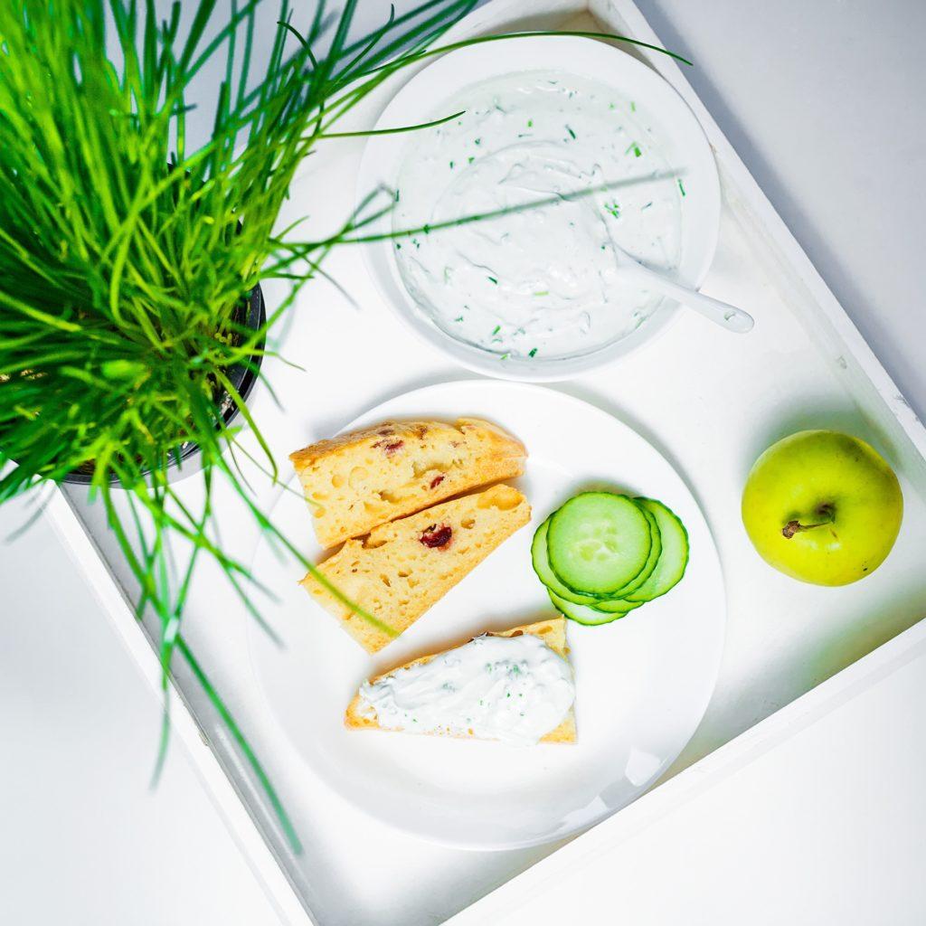 Fromage de chèvre frais aux herbes (ciboulette et persil) pour réaliser des wraps aux légumes sur laualamenthe.com