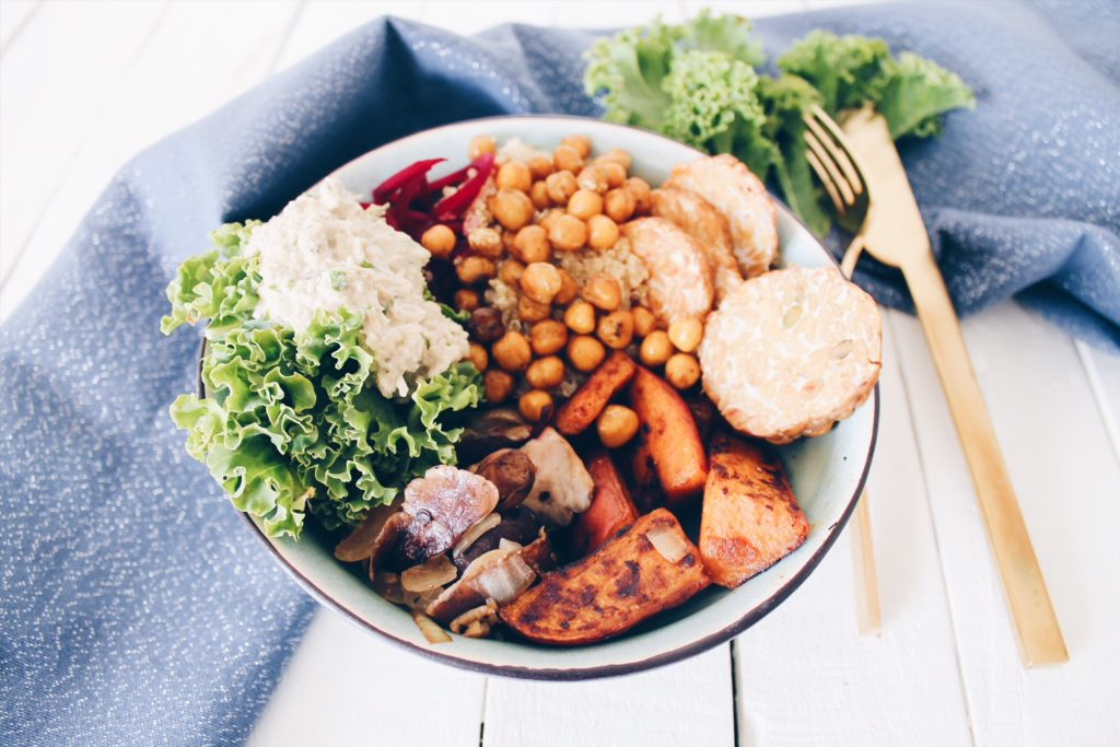 buddha-bowl-patate-douce-rotie-tapenade-artichaut-laualamenthe-Insta