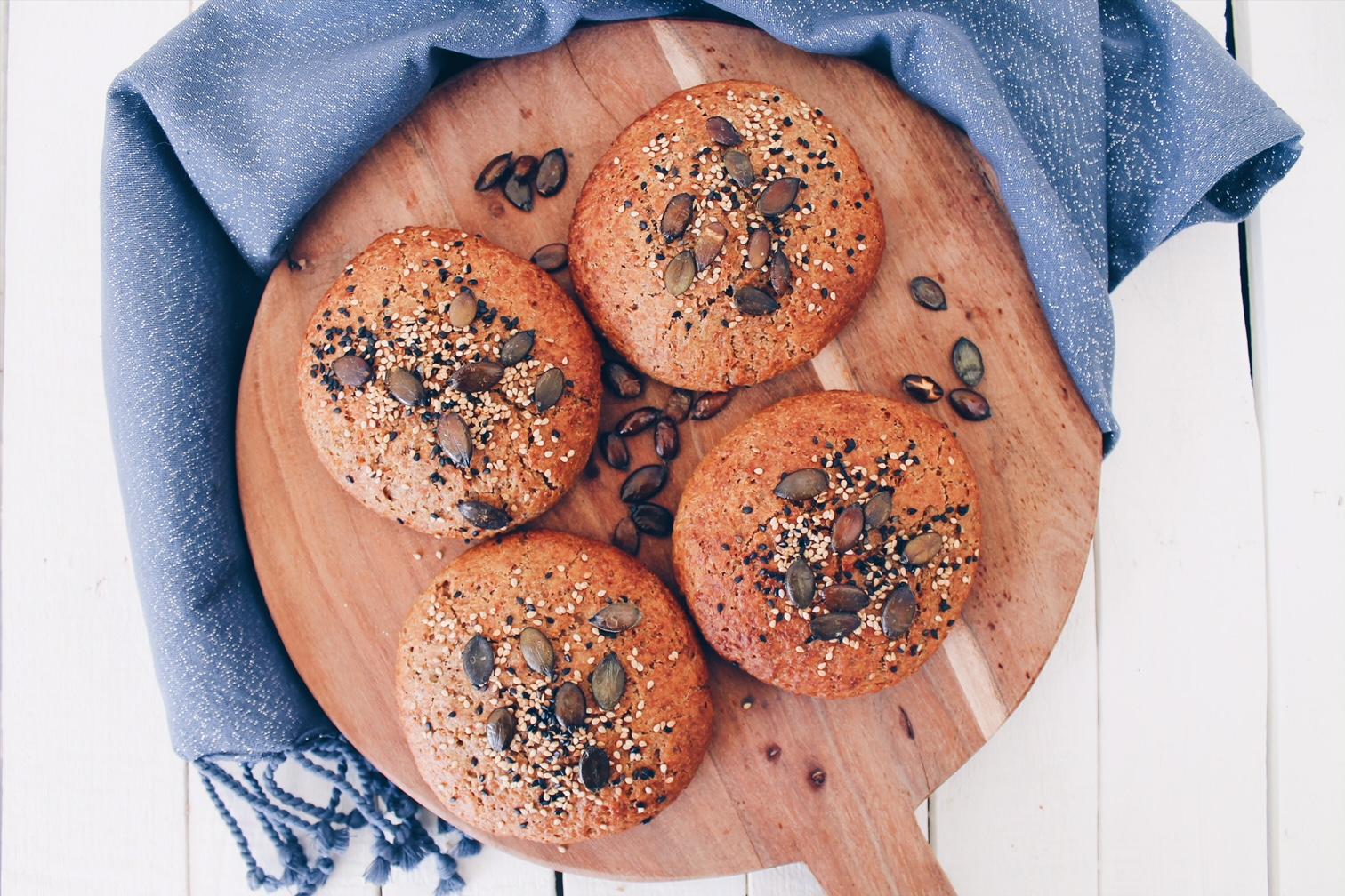 Pains à hamburger (buns) maison à la farine d'épeautre ! REcette sur le blog laualamenthe.com