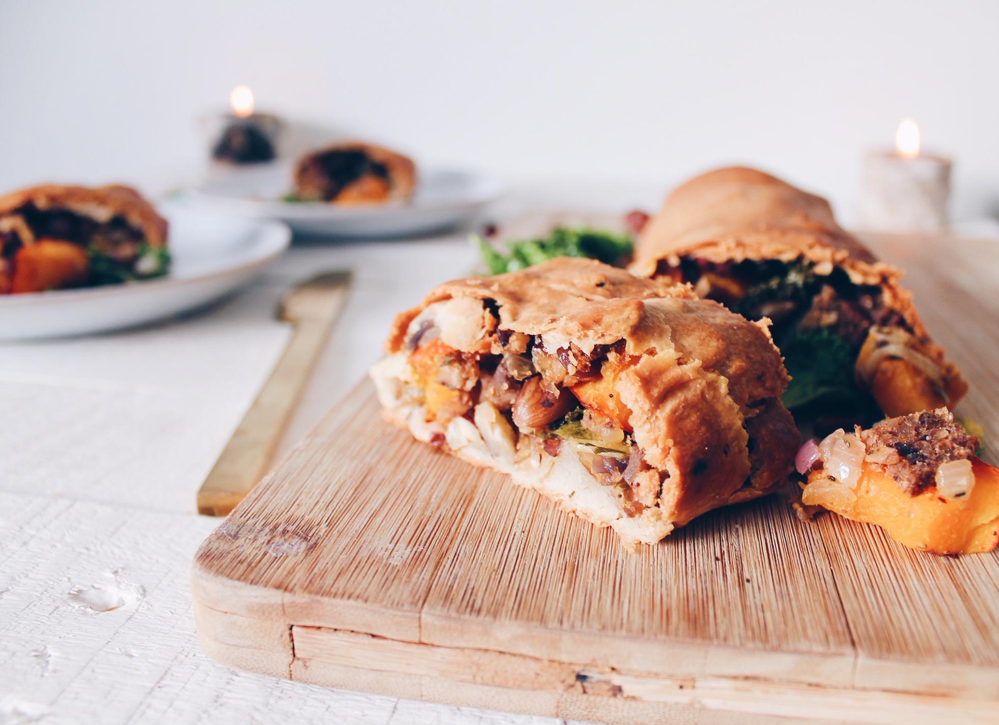 Recette vegan de feuilleté aux marrons, potimarron et chou kale, avec de la noisette. Sur le blog laualamenthe.com