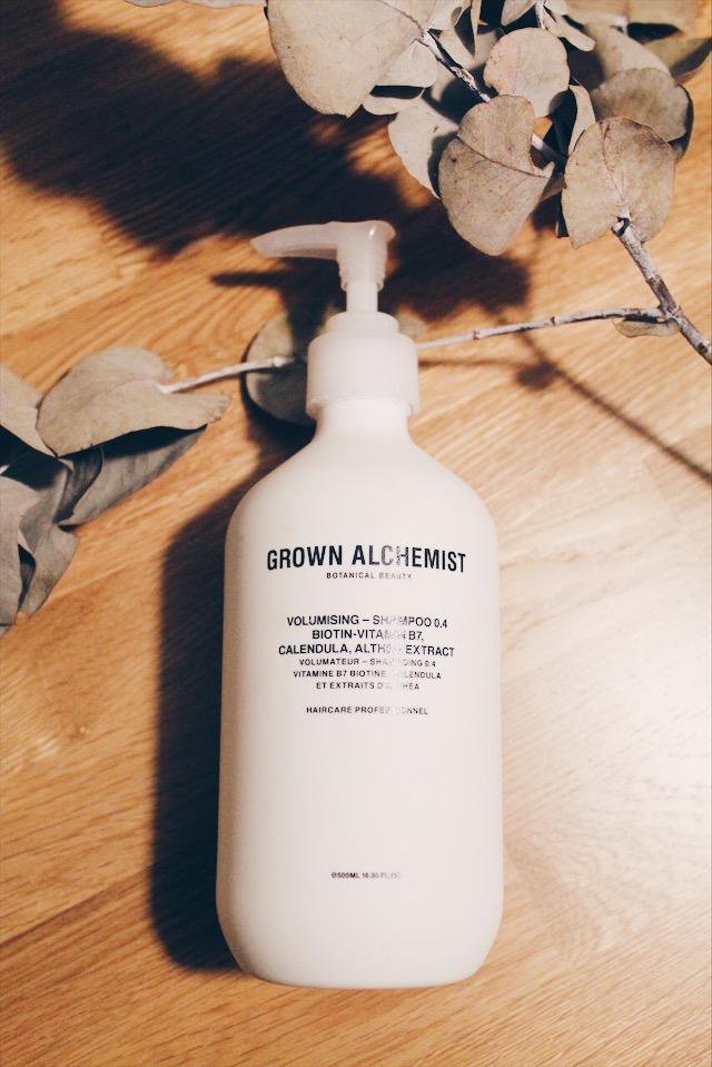 Test du shampoing volume de Grown Alchemist, cosmétique bio vegan et cruelty free sur le blog laualamenthe.com