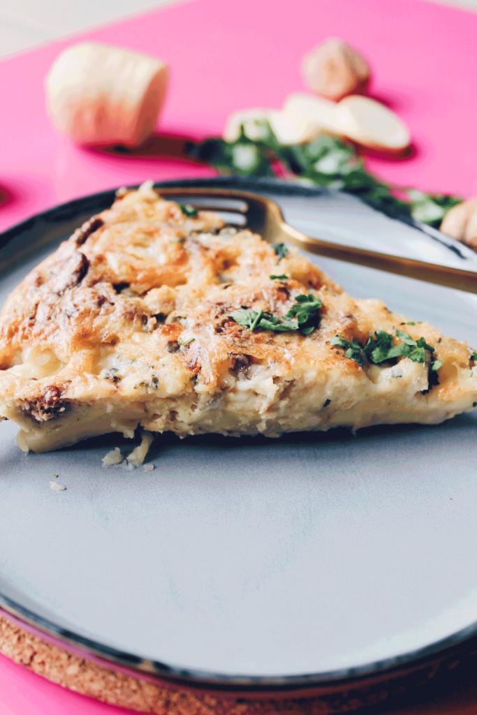 Recette d'une quiche sans pate aux panais, fromage Roquefort et cerneaux de noix sur le blog laualamenthe.com