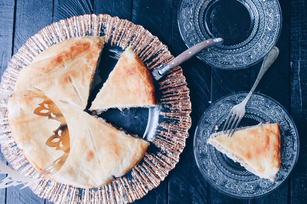 REcette facile et saine de la galette des rois avec de la compote de pommes et sans matière grasse sur le blog laualamenthe.com