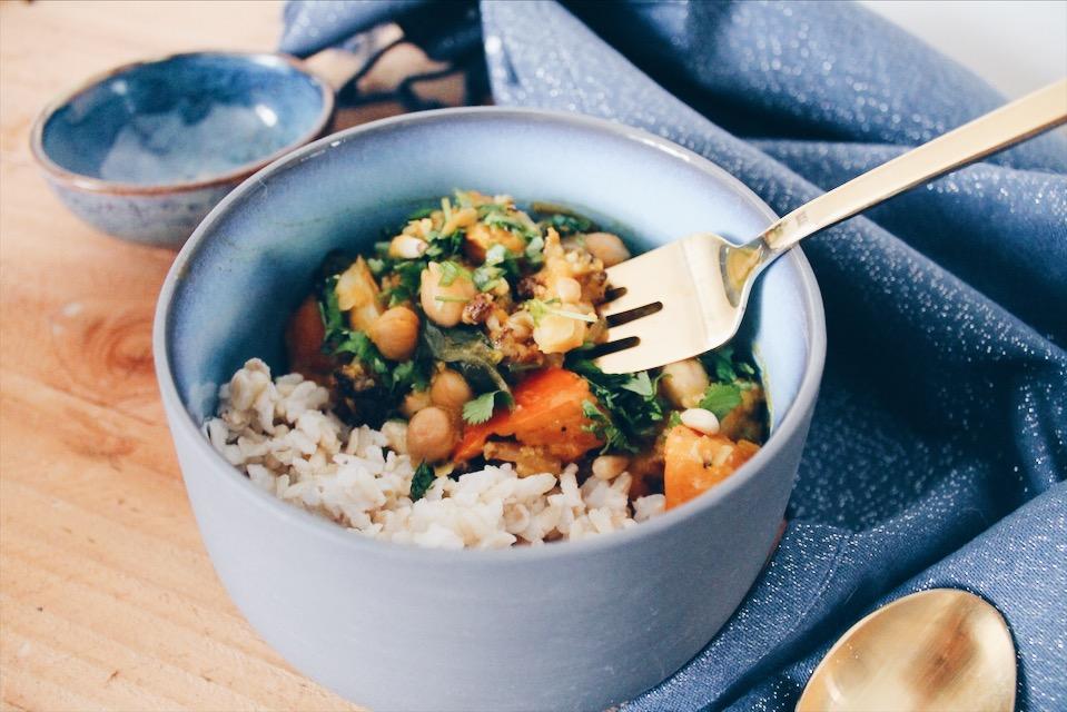 Une recette facile et rapide de curry de légumes au lait de coco (végétalien/vegan) sur le blog laualamenthe.com