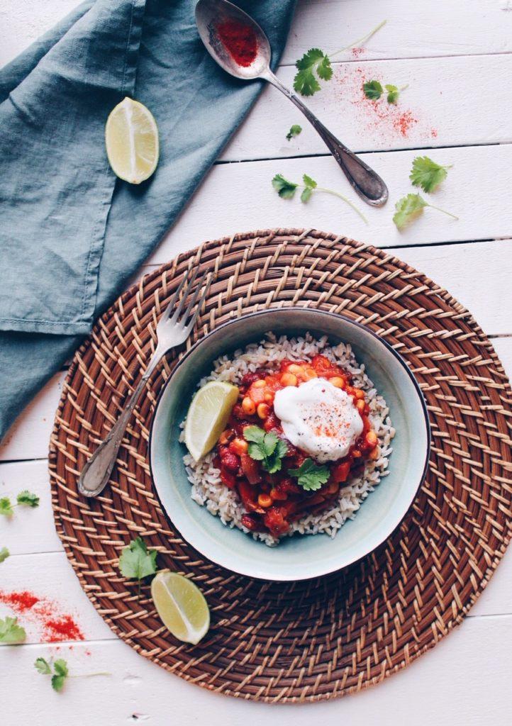 Recette de chili sin carne aux maïs, haricots rouges et carottes sur le blog laualamenthe.com