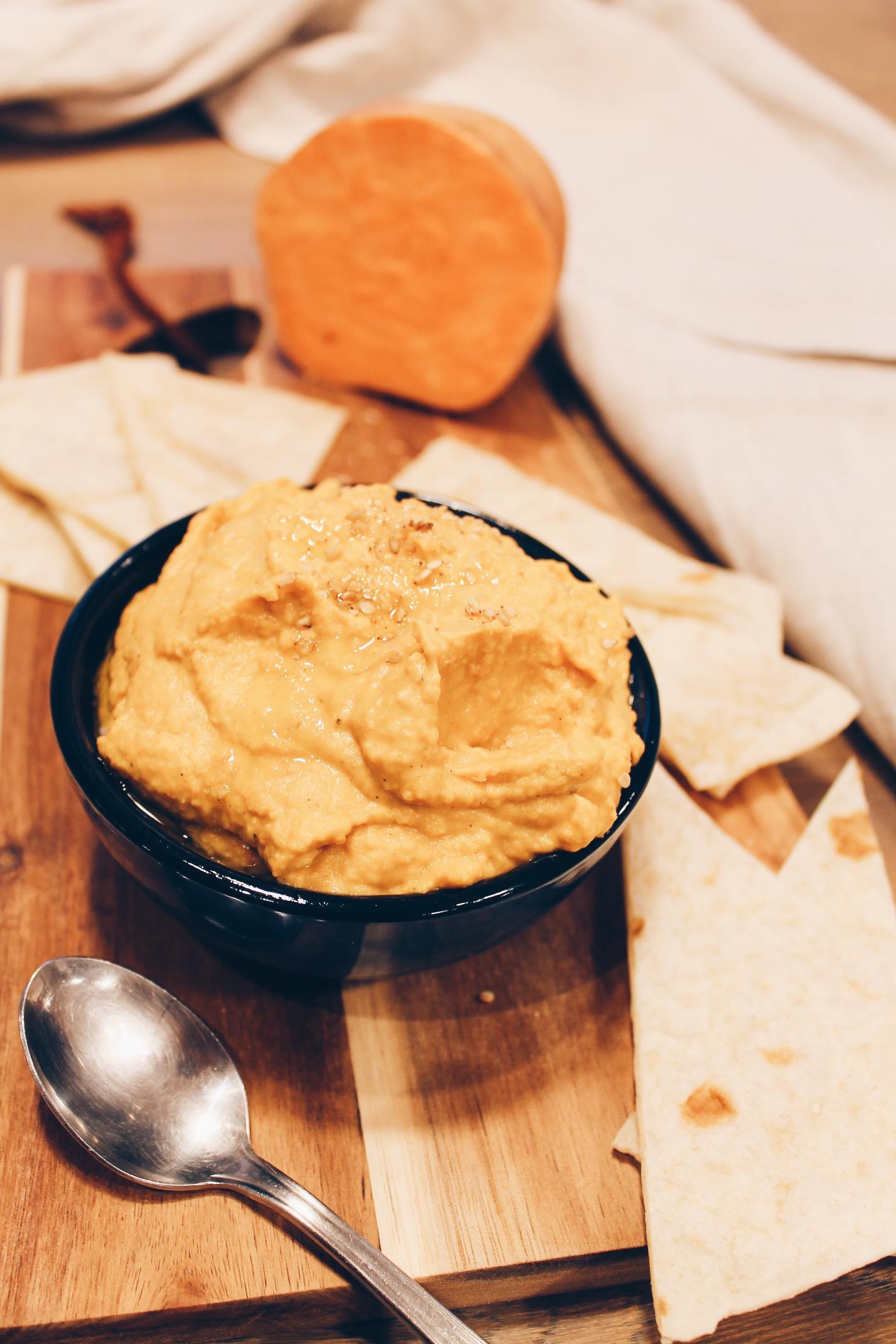 Recette de houmous vegan de patate douce et pois chiches sur le blog Lau à la menthe.