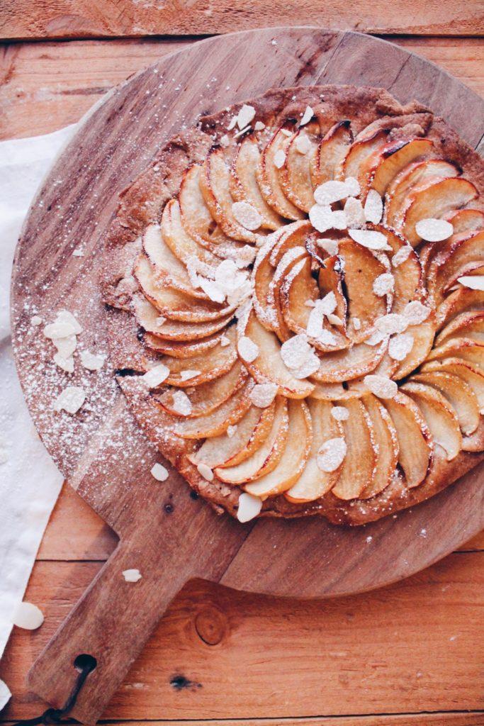 Recette de tarte aux pommes sur une pâte à feuilletée végétalienne, facile et rapide à réaliser sur le blog laualamenthe.com