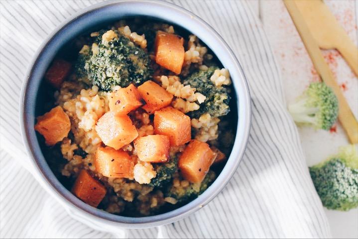 Recette de risotto vegan au brocoli et à la courge butternut rotie sur le blog laualamenthe.com