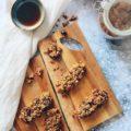 Recette de barres de céréales vegan à l'acerola, un superfood riche en vitamines C sur le blog laualamenthe.com