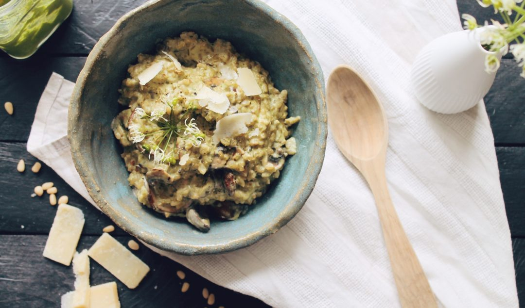 Recette de risotto au pesto à l'ail des ours et aux champignons sur le blog laualamenthe.com