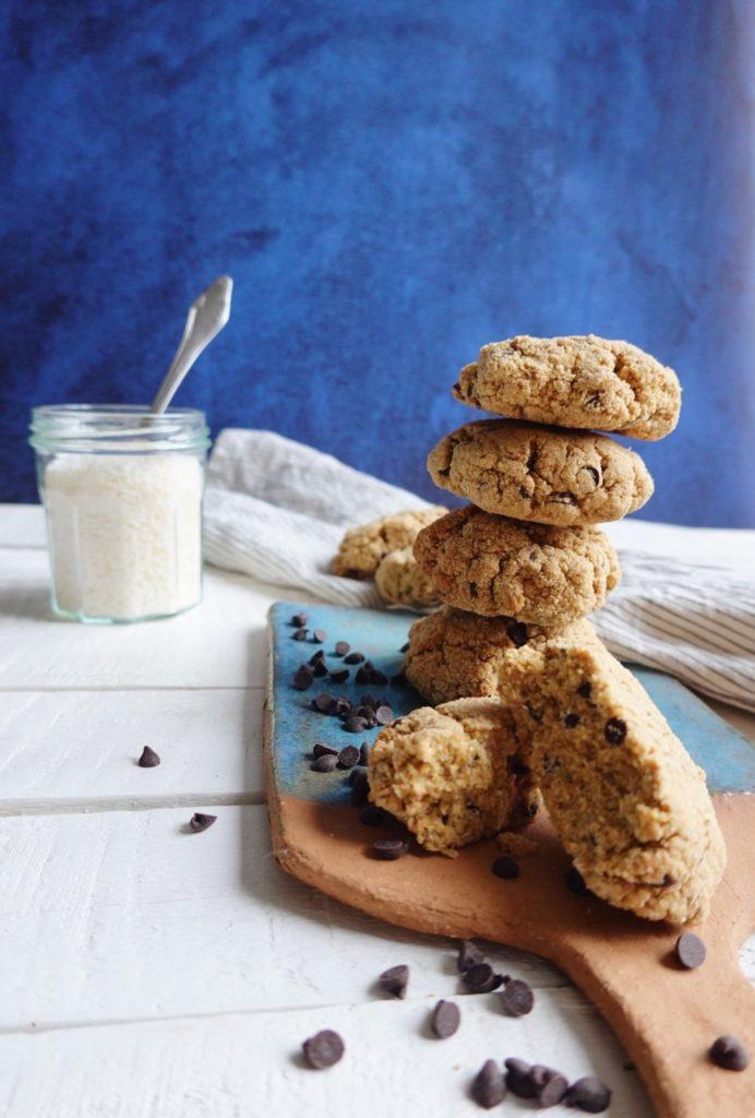 Recette express de cookies aux pépites de chocolat et à la noix de coco sur le blog laualamenthe.com. En version vegan !