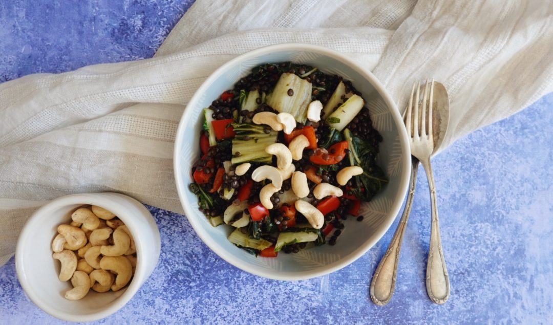 Recette express de lentilles sautées au poivron rouge et au pakchoy sur le blog laualamenthe.com
