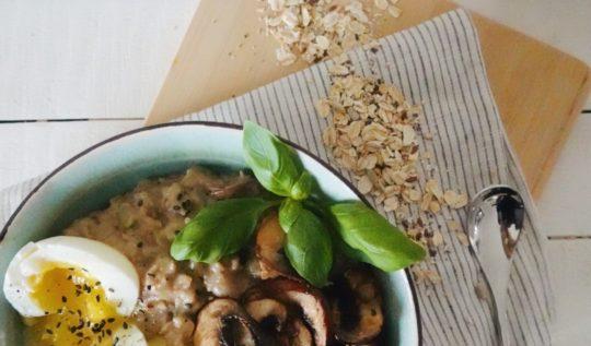 Recette de porridge salé aux champignons et au lait de soja pour le petit-déjeuner. Sur le blog laualamenthe.com !