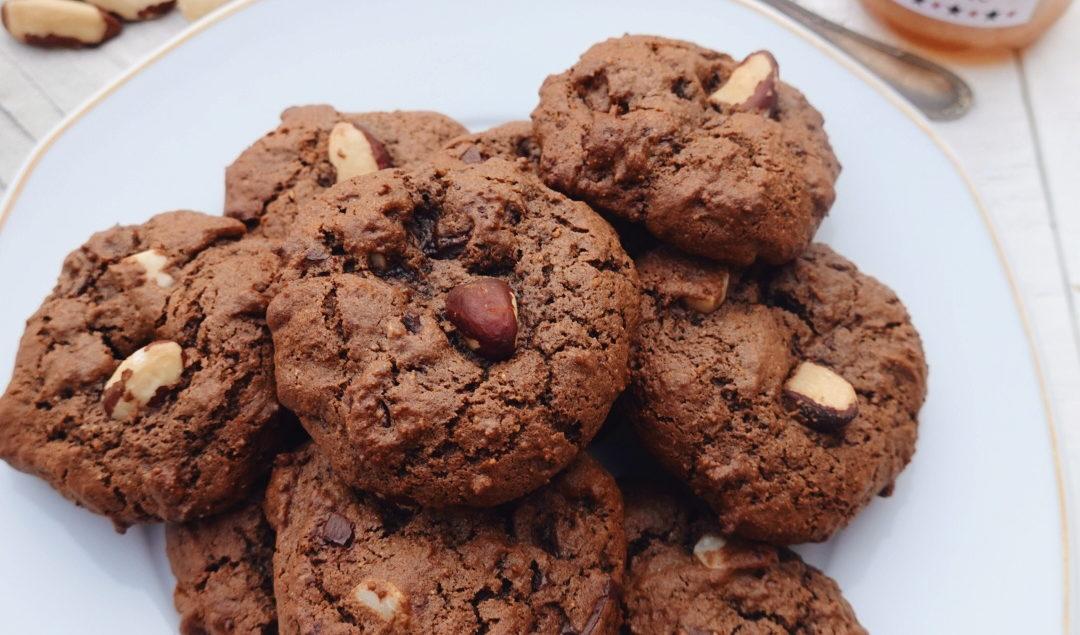 Recette de cookies aux noix du Brésil, pépites de chocolat noir et cacao sur le blog laualamenthe.com