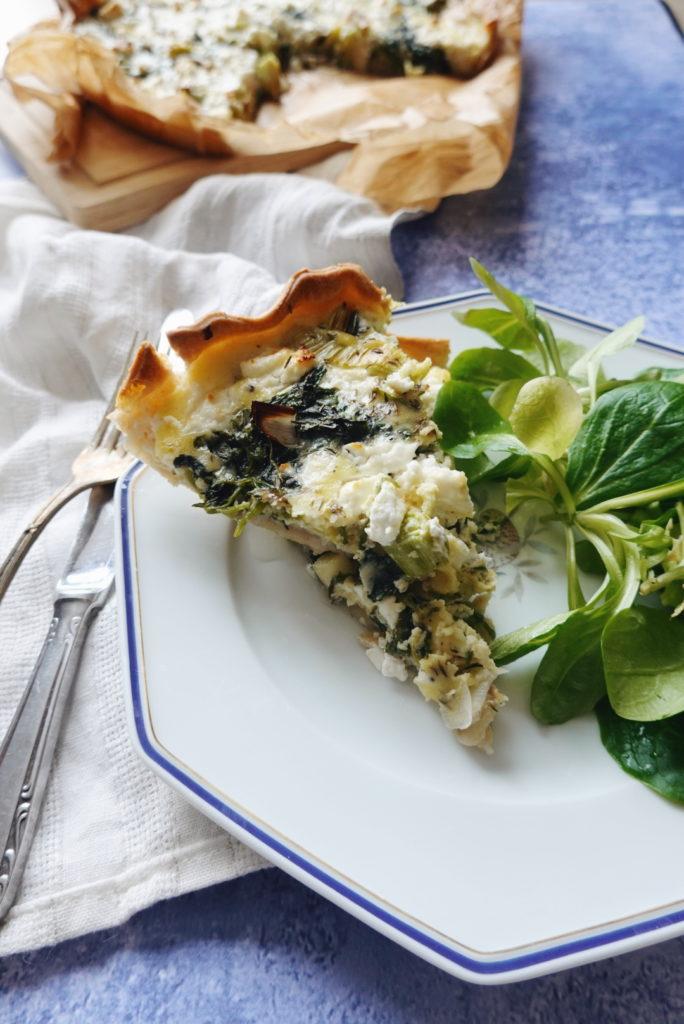 Une recette classique revisitée : la quiche aux poireaux et chèvre, avec un ingrédient surprise : le pourpier d'hiver. Recette du blog laualamenthe.com.