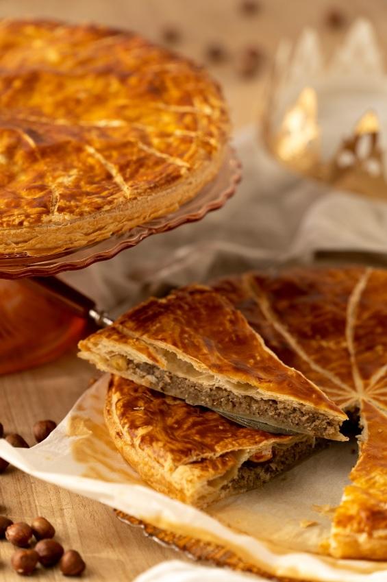 Recette de galette des rois à la frangipane aux noisettes et pépites de chocolat sur le blog laualamenthe.com