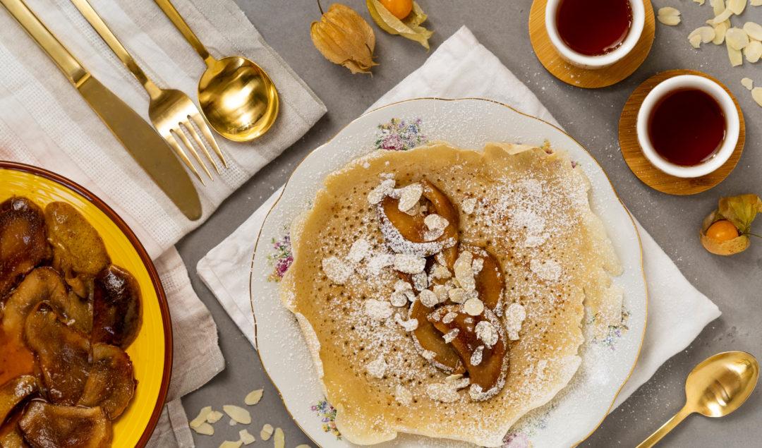 Recette de crêpes vegan végétaliennes réalisées sans oeuf et avec du lait d'amande. Crêpes vegan sur le blog laualamenthe.com
