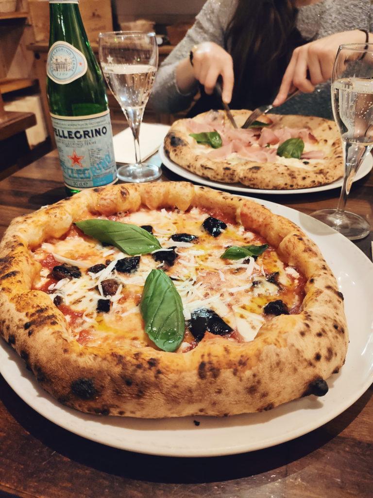 Pizzas napolitaines de La Piola Pizza à Saint-Josse, Bruxelles