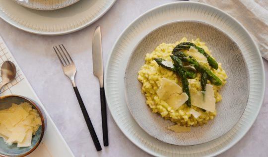 Recette facile de risotto crémeux aux asperges et parmesan sur le blog végétarien laualamenthe.com
